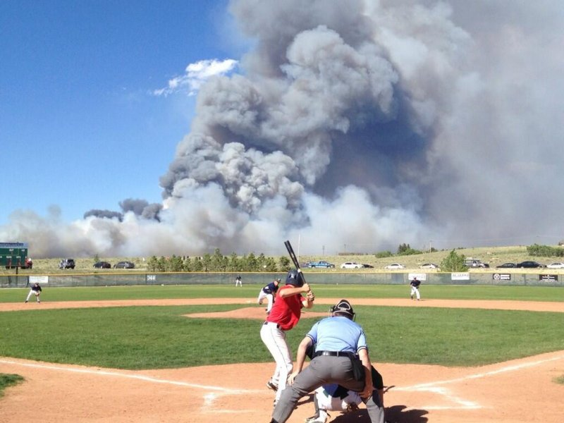 Colorado-wildfire-at-baseball-game